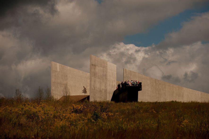 Am 15. Jahrestag der Attacken vom 11. September sehen sich Besucher des Flight 93 National Memorial ...