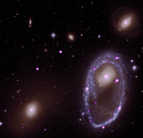 Auf diesem Bild sieht man die Aufnahme des Chandra-Röntgenteleskops in Kombination mit der optischen Aufnahme des ...