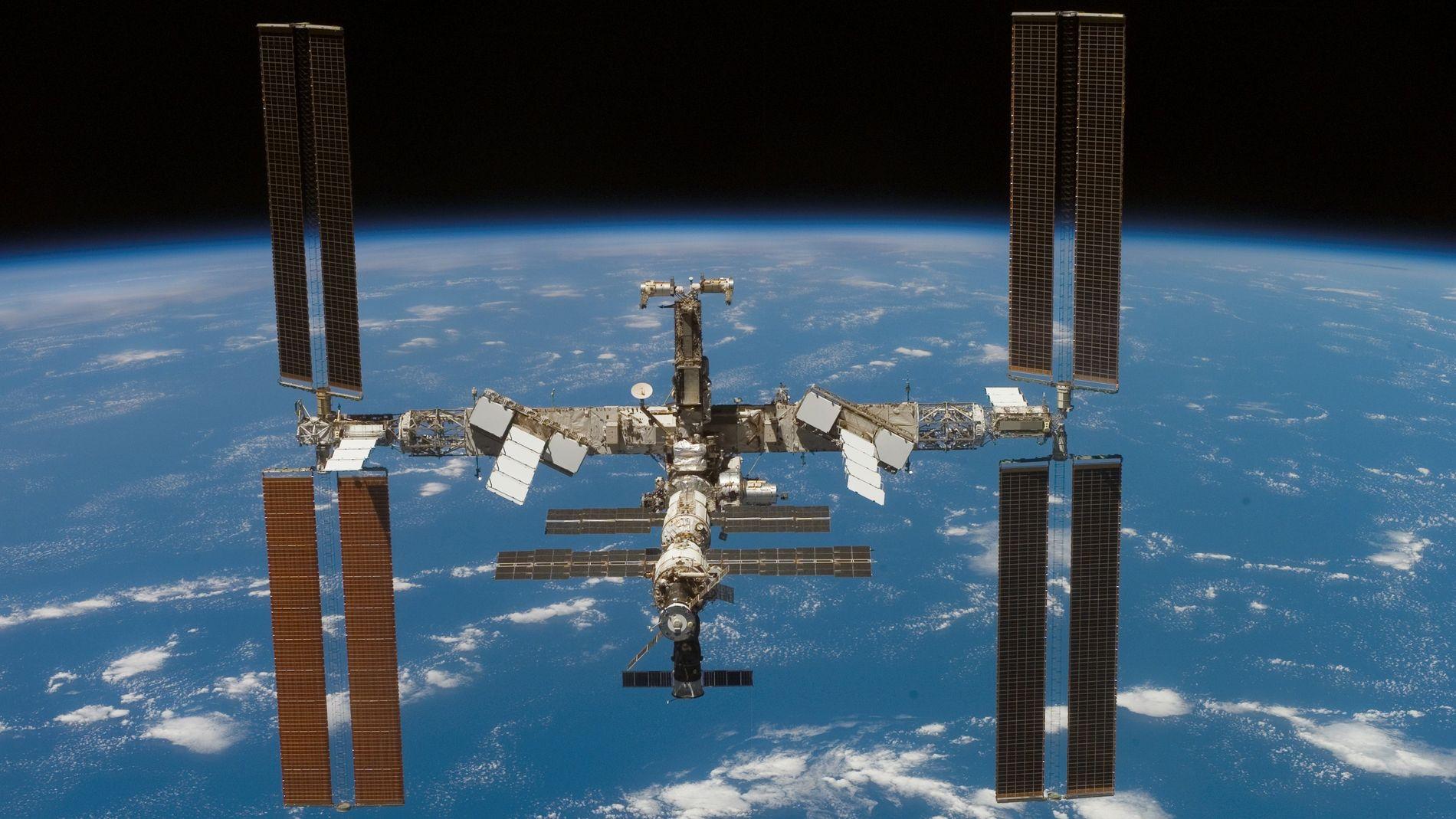 400 Kilometer über der Erde: Die ISS nach dem Abdocken des Space Shuttle Atlantis im Juni 2007.