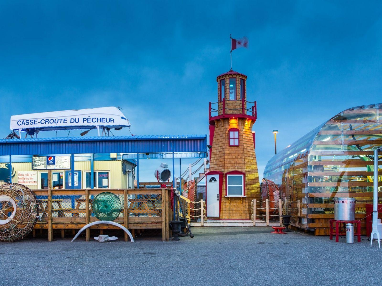 Le Casse-Croutedu Pêcheur in Sept-Îles sieht aus wie eine gigantische Hummerfalle. Hier können sich Gäste in ...
