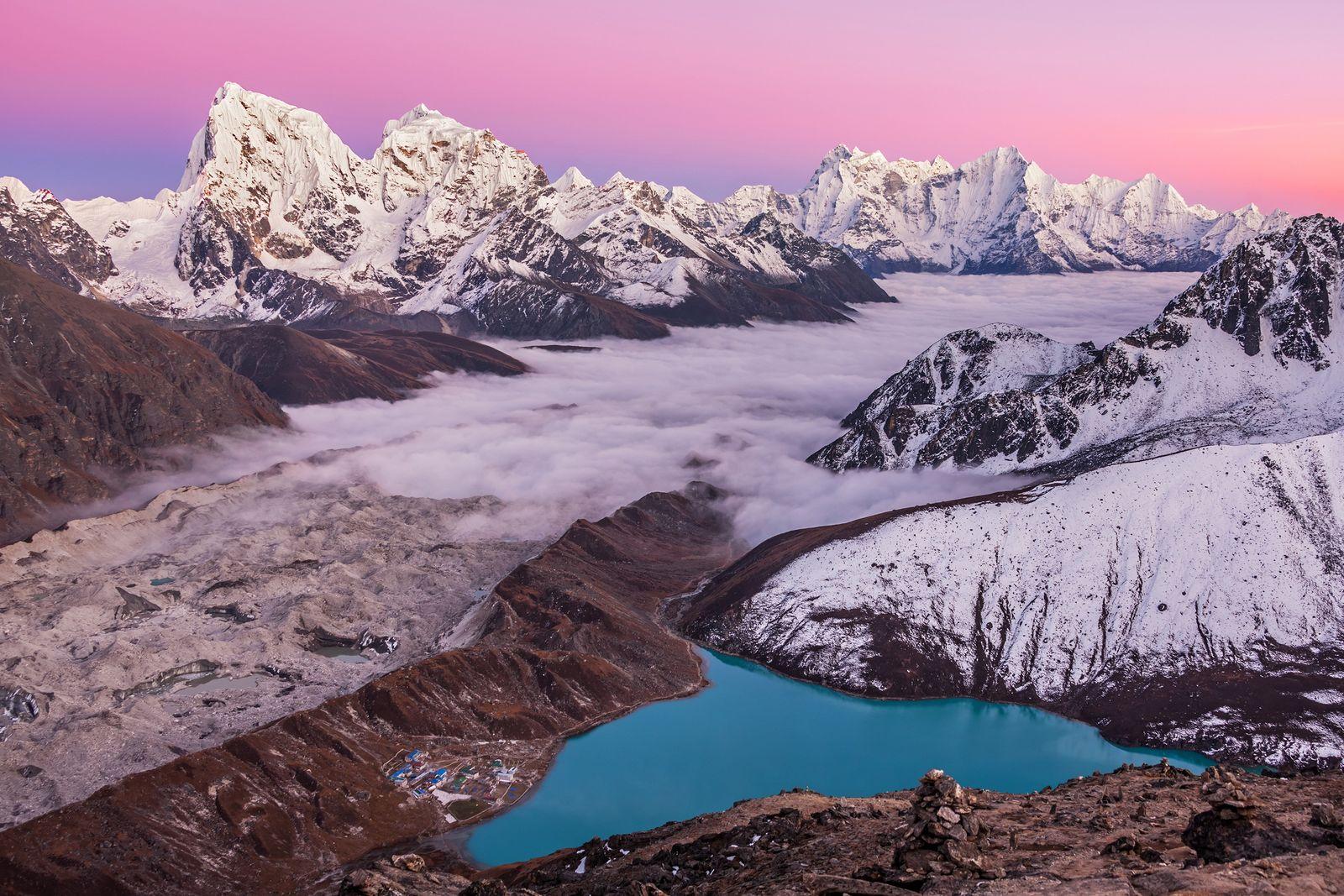 Foto des Gokyo Ri, des magischen Bergsees und Mount Everest im Himalaya, Nepal