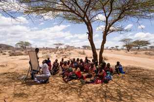 Samburufrauen nehmen an einem Workshop für ganzheitliches Landmanagement teil. So sollen Ernteerträge erhöht und der Lebensraum ...