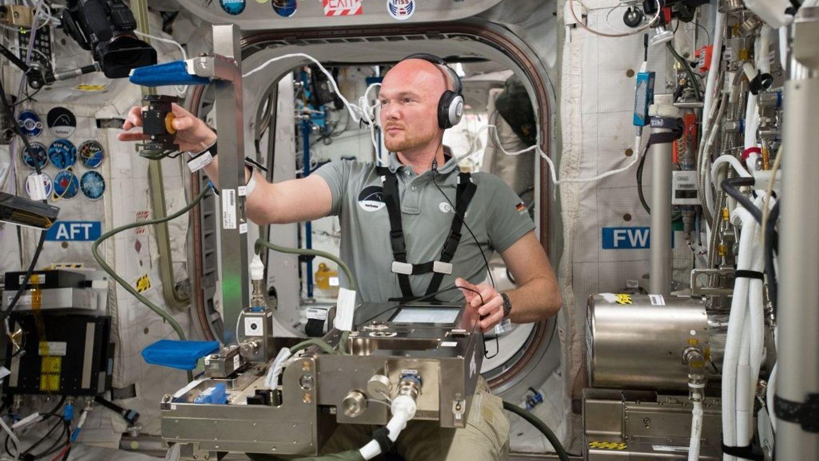 Im Rahmen des Grip-Experiments wird untersucht, wie das Gehirn bei Greifbewegungen auf die schwerelose Umgebung reagiert.
