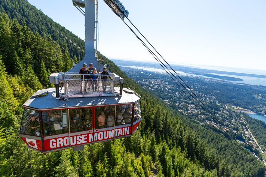 Das Grouse Mountain's Skyride Surf Adventure bietet im Sommer die Gelegenheit, auf dem Dach der Grouse ...