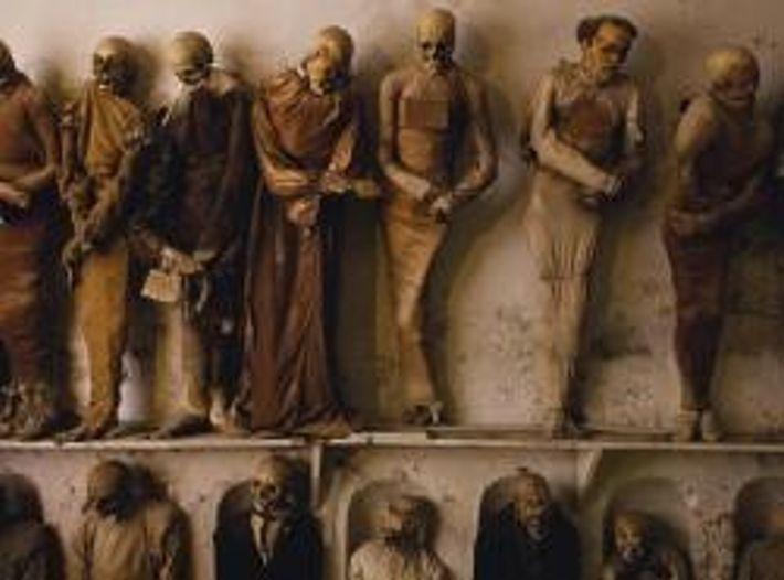 Diese Leichen aus dem 19. Jahrhundert in einer Gruft in Palermo lassen die Besucher erschauern. Schon ...