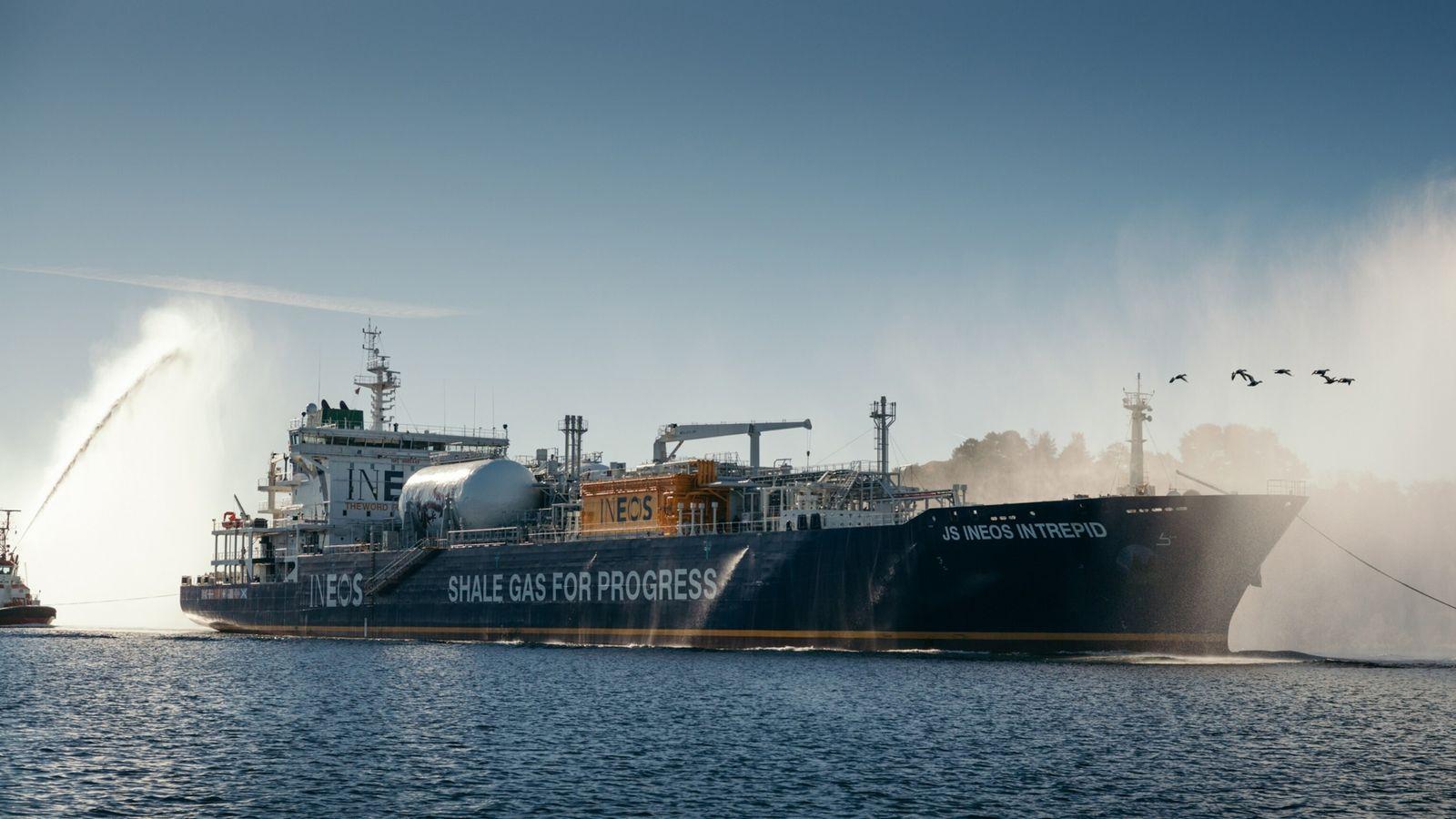 Ein mit US-amerikanischem Fracking-Gas beladener Tanker kommt 2016 im norwegischen Rafnes an. Europäische Länder nutzen das ...