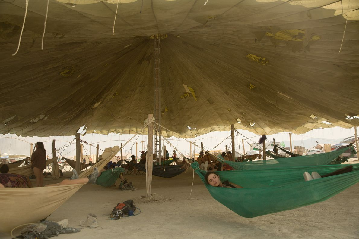 Hangout Hammock Camp