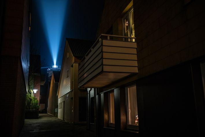 In klaren Nächten kann man das Licht des Leuchtturms Helgoland in einer Entfernung von 28 Seemeilen ...