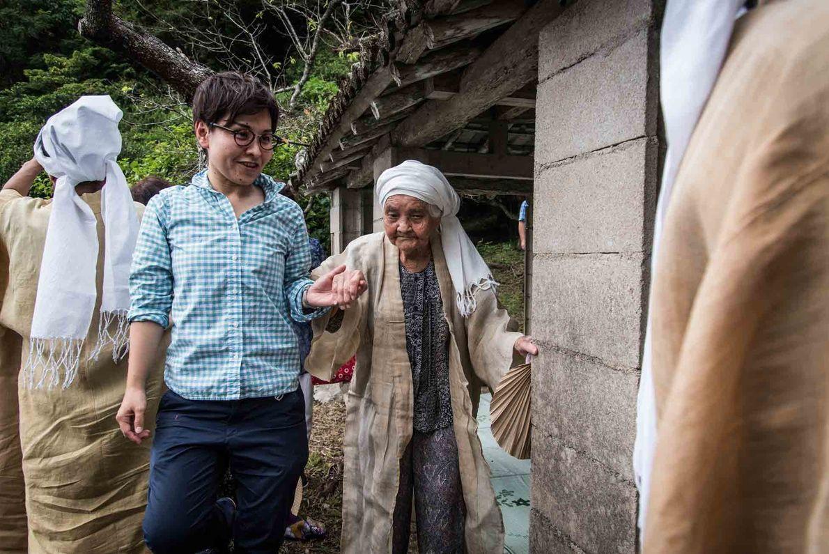Die hohe Dichte von Hundertjährigen in Ogimi ist selbst in Japan bemerkenswert, wo mehr als 70.000 ...
