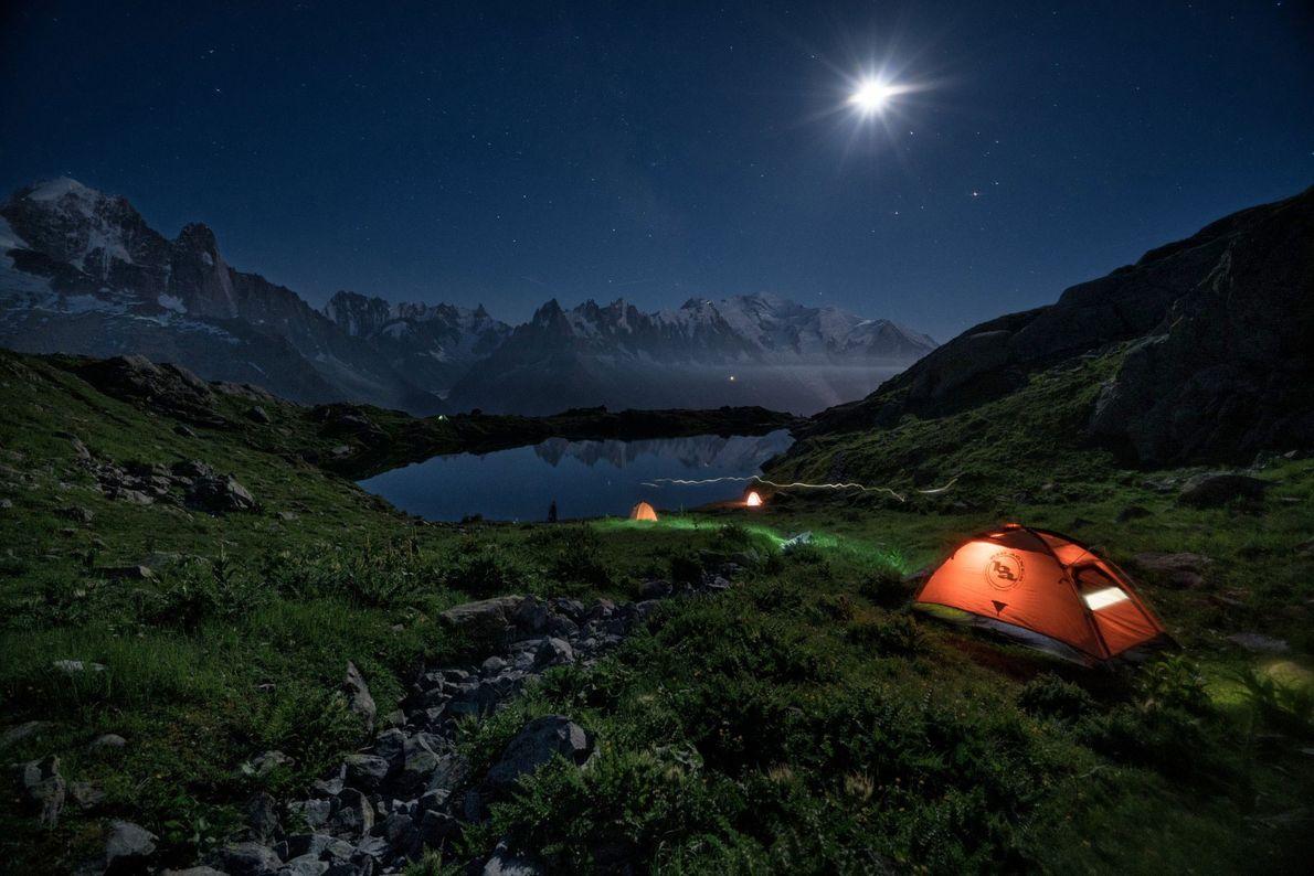 Zelt am Bergfuß
