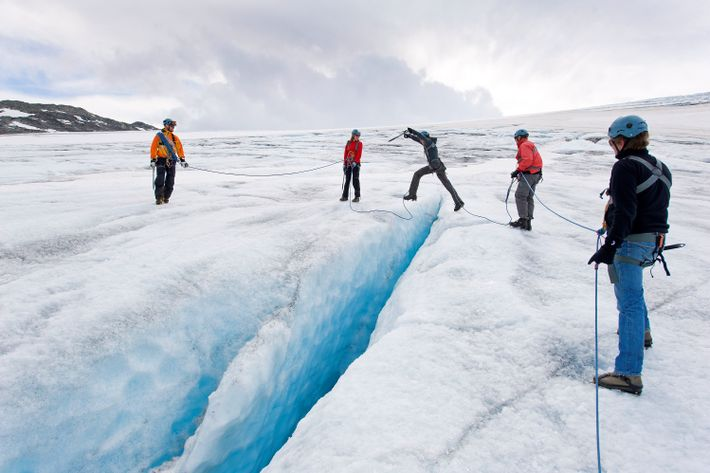 Eine Gletscherwanderung ist immer ein Abenteuer, aber im Vergleich zur Schlacht von Hoth wirkt sie wie ...