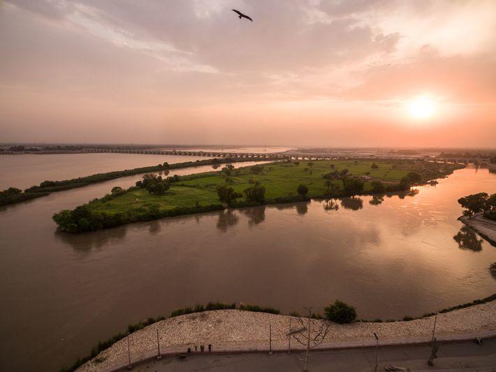 Der Indus erreicht seine volle Breite in den Ebenen von Sindh