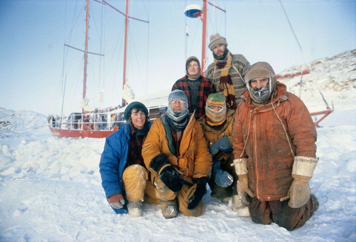 Mitglieder der Frozen Sea Expedition in die Antarktis posieren zusammen am ersten Weihnachtstag 1983. Sie feierten ...
