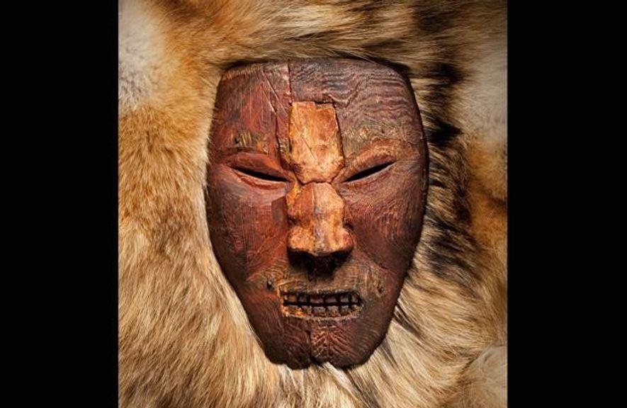 Diese Holzmaske wurde von Ureinwohnern der kanadischen Ostküste geschnitzt. Neue Funde deuten darauf hin, dass sie ...