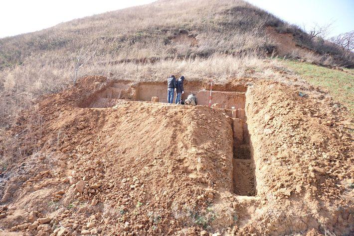 Der Grabungsort an einem Hügel in der chinesischen Provinz Shaanxi enthielt einige der ältesten Steinwerkzeuge, die ...