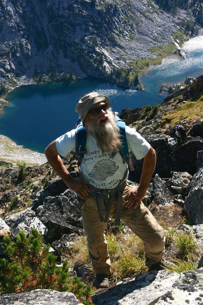 Brian Cross besitzt und betreibt die Mount Carlyle Backcountry Lodge in den Bergen West-Kootenays. Hier ist er in den Valhalla ...