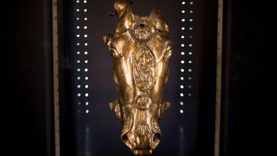 Dieser vergoldete Pferdekopf, der im Römerkastell Saalburg ausgestellt wird, gehört vermutlich zu einer lebensgroßen Reiterstatue eines ...