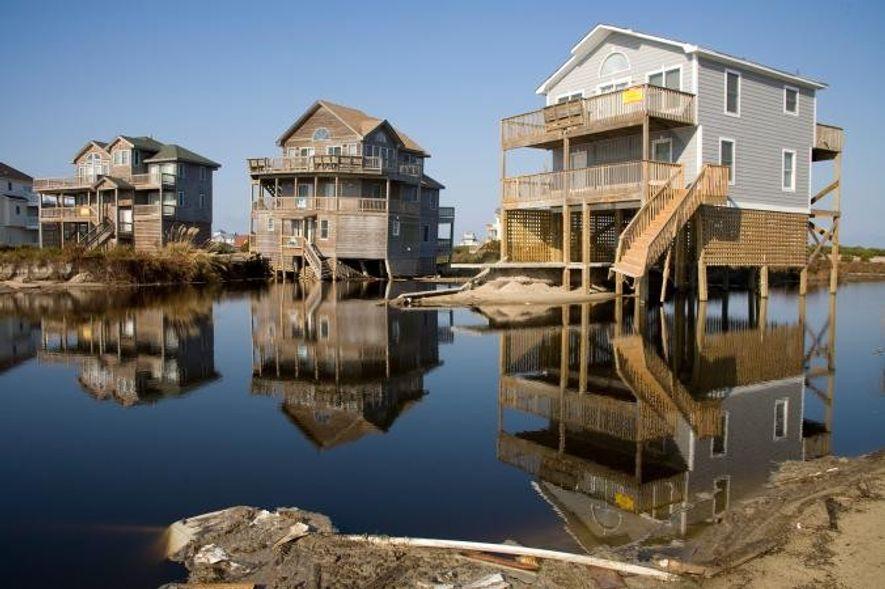 Überschwemmungen und Erosion durch den Hurrikan Irene haben schwere Schäden an Häusern hinterlassen.