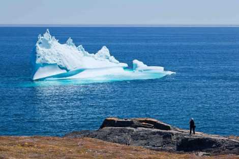 Von Frühling bis Frühsommer treiben gewaltige Eisberge vor der Küste Neufundlands im Meer. Dieser wurde in ...