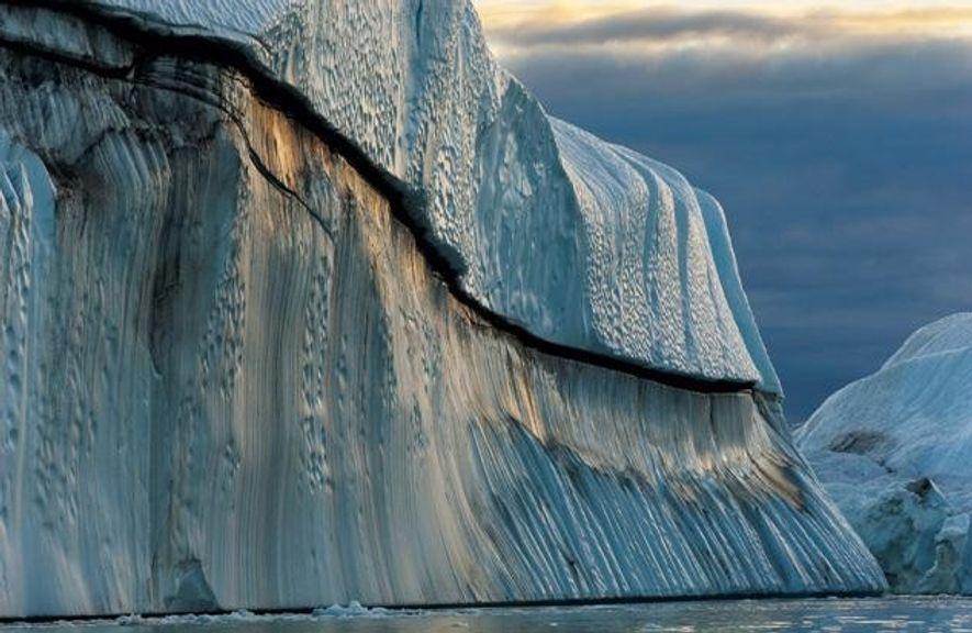 Festes wird flüssig: ein Eisberg, 15 Stockwerke hoch, im wärmer werdenden Atlantik.