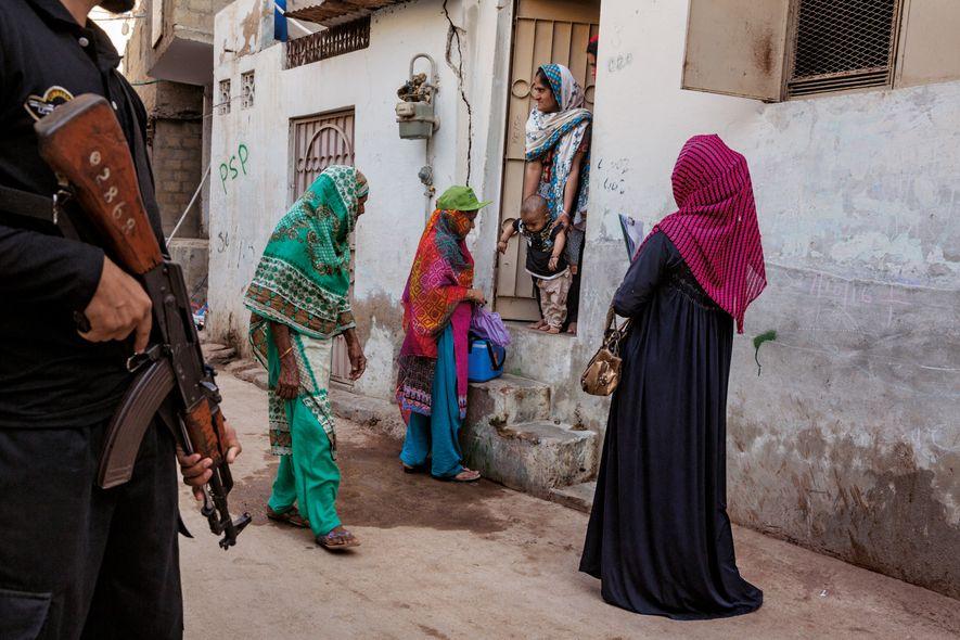 Pakistan Impfhelfer unter Polizeischutz