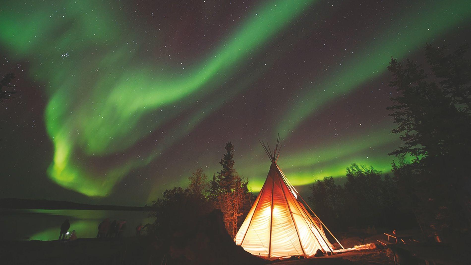 Besucher können bei der Dene Nation am Great Slave Lake, Northwest Territories, eine ganz eigene Verbindung ...