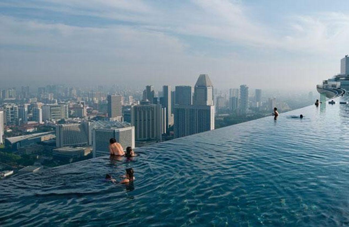 """Infinity Pool"" des Marina Bay Sands Resort"