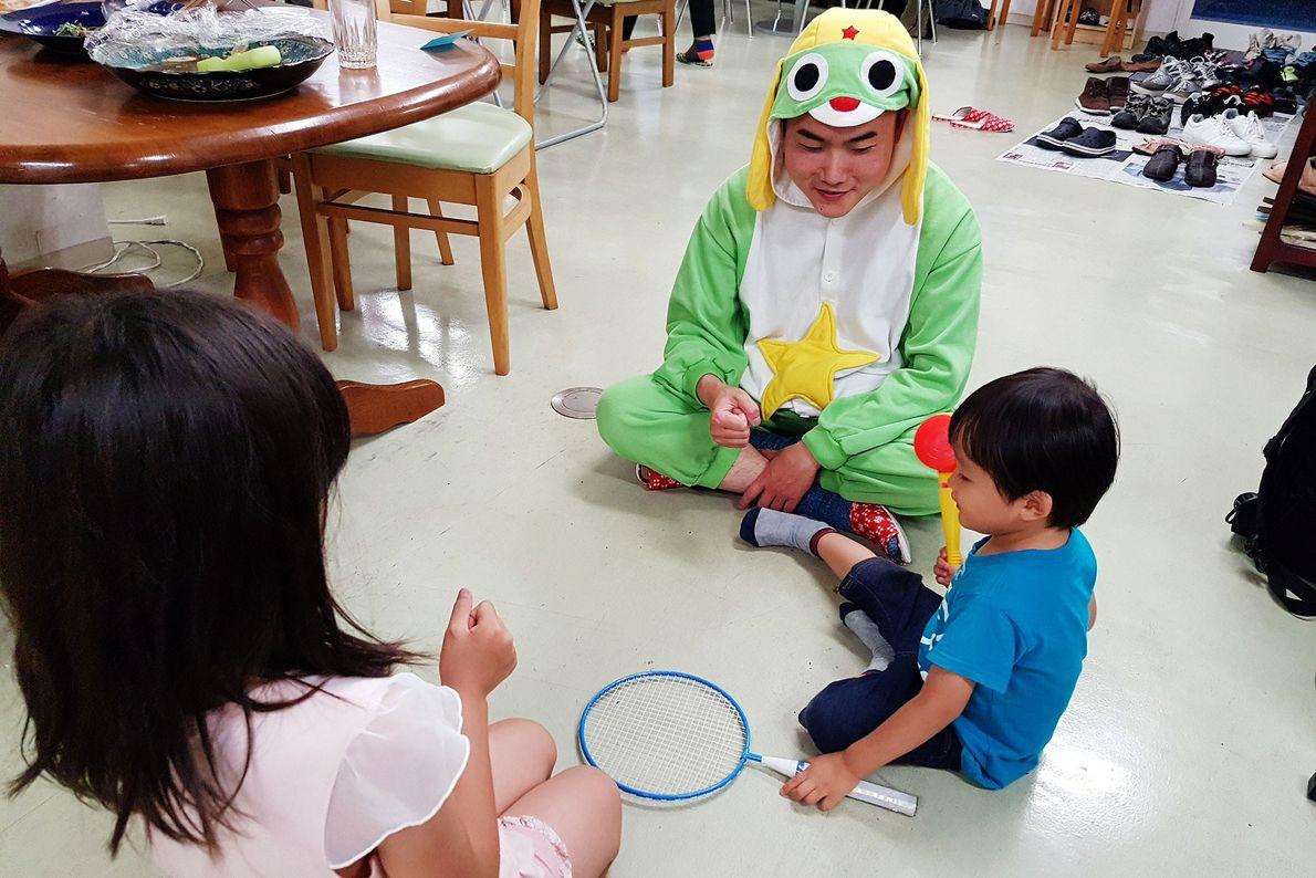 Jeden Samstag organisiert die gemeinnützige Organisation New Start ein Essen, bei dem die Hikikomori Kontakt zu ...