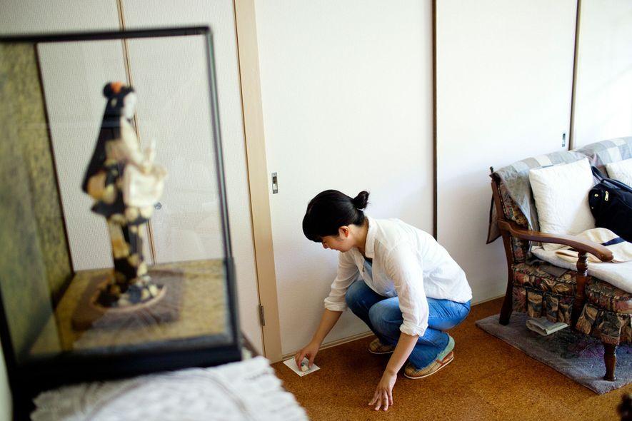 """""""Mietschwester"""" Oguri Ayako schreibt dem 41-jährigen Kobayashi Haruto einen Brief. Seit elf Jahren lebt er schon ..."""