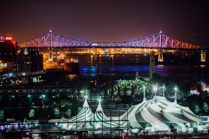Die nächtliche Beleuchtung der Jacques-Cartier-Brücke spiegelt den Wechsel der Jahreszeiten wider und wartet mit einer individuellen ...