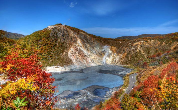 Foto des Oyunuma-Sees im Jigoku-Dani, Noboribetsu, Hokkaido, Japan