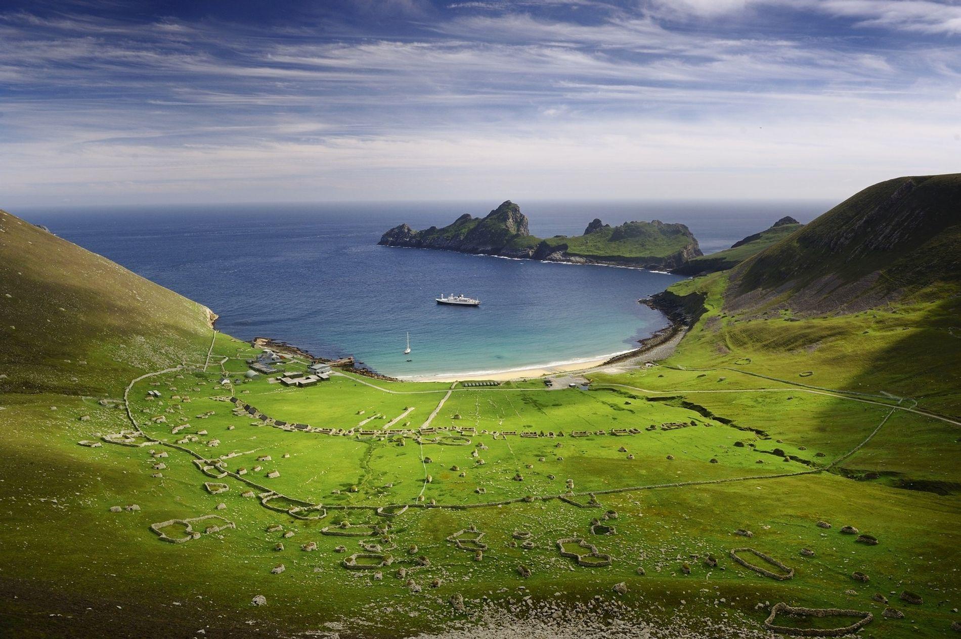St. Klida ist eine Inselgruppe rund 65 Kilometer westlich der Äußeren Hebriden vor der Nordwestküste Schottlands. Sie ist für ihre Vogelkolonien bekannt und für die Evakuierung ihrer Bevölkerung im Jahr 1930. Obwohl die Inseln Tausende von Jahren bewohnt waren, lebt heute niemand mehr dort.