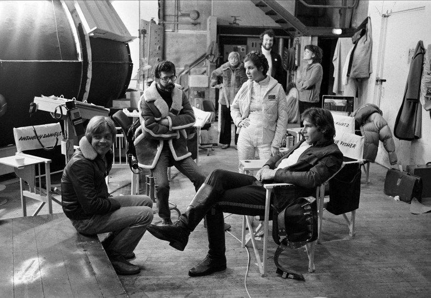 Mark Hamill, George Lucas, Carrie Fisher und Harrison Ford am Elstree-Set von Das Imperium schlägt zurück. ...
