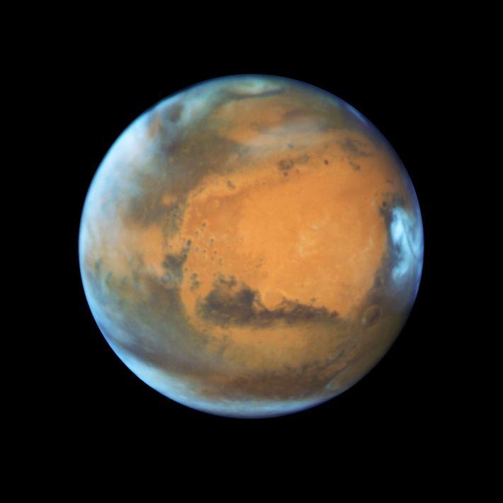 Auf dieser Aufnahme des Hubble-Weltraumteleskops sind einige Merkmale der Mars-Oberfläche erkennbar.
