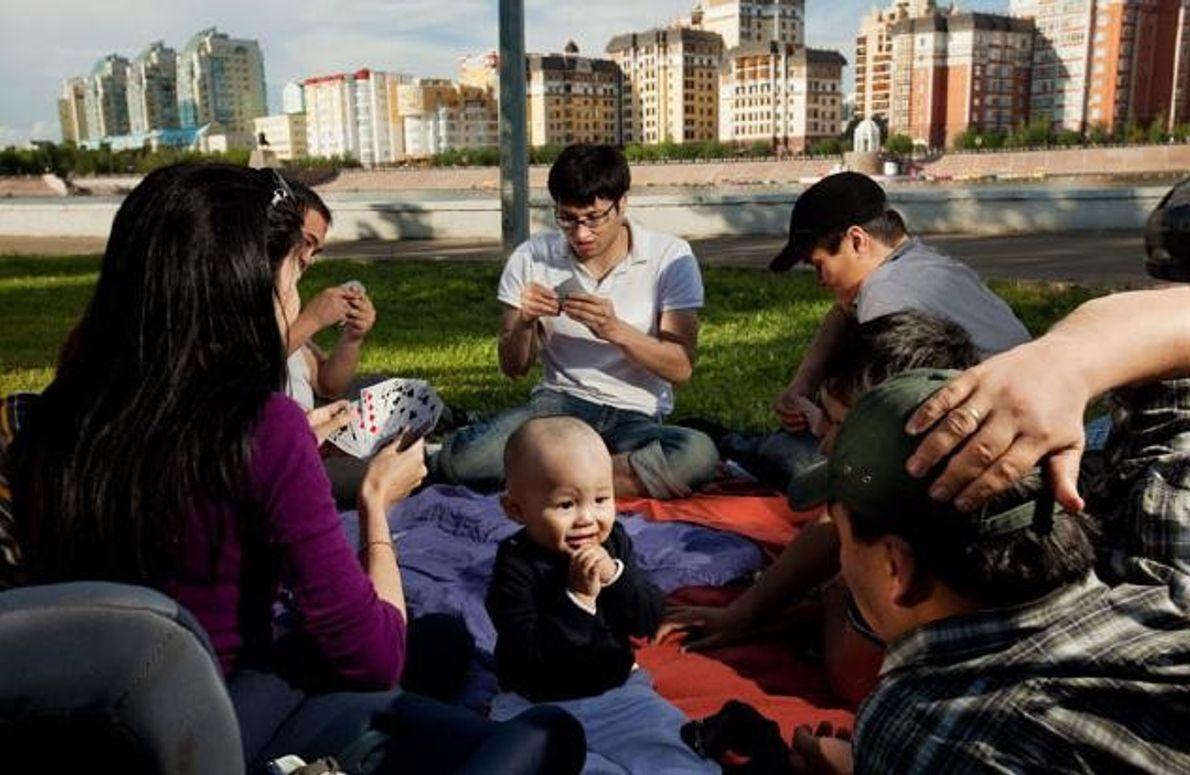 Kartenspieler im Park