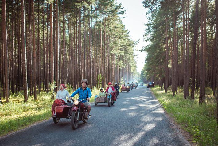 Die Inselbewohner haben zwar Autos und Besucher können ihre Fahrzeuge per Fähre mit auf die Insel ...