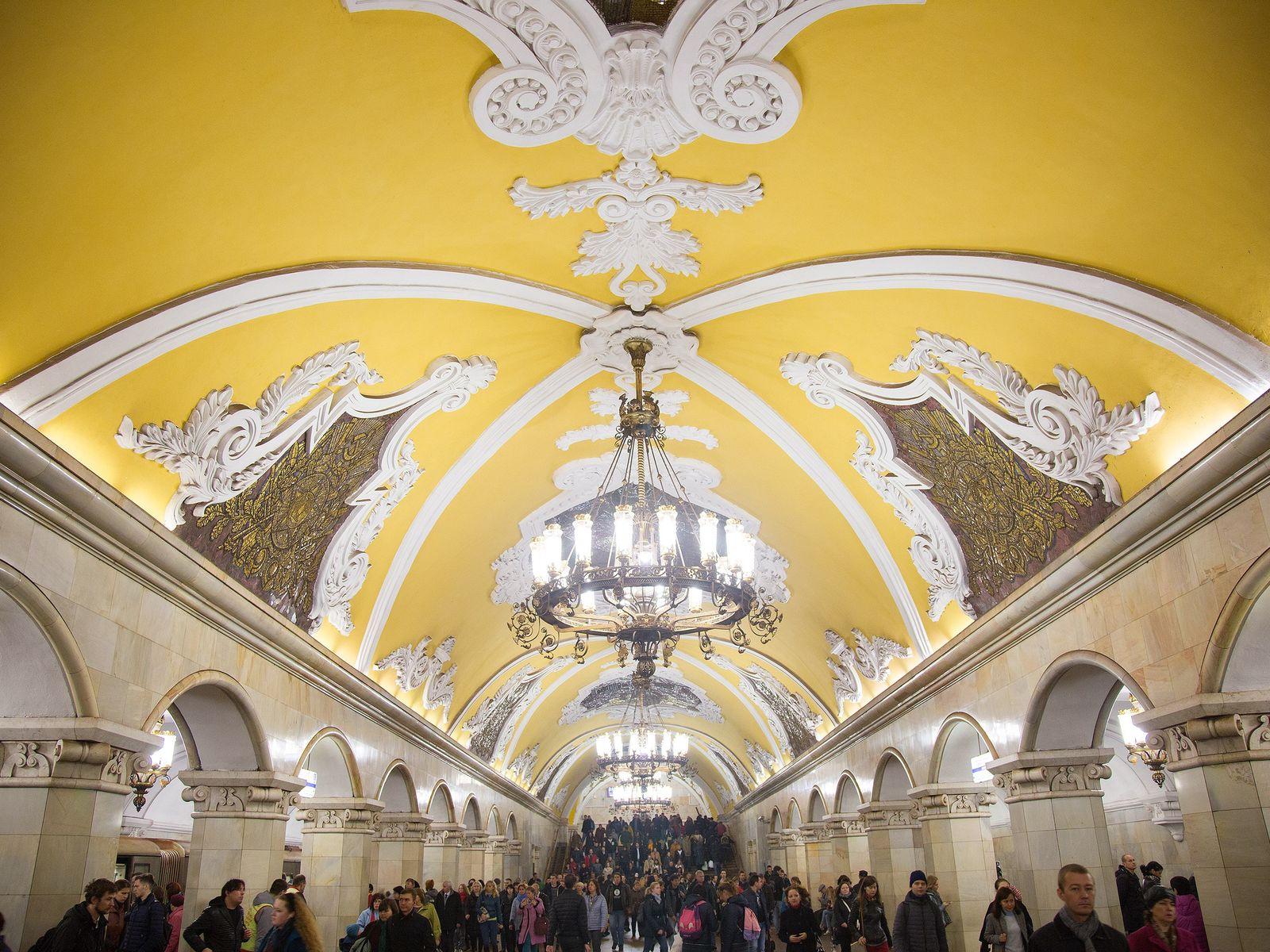 Komsomolskaja Metro Station