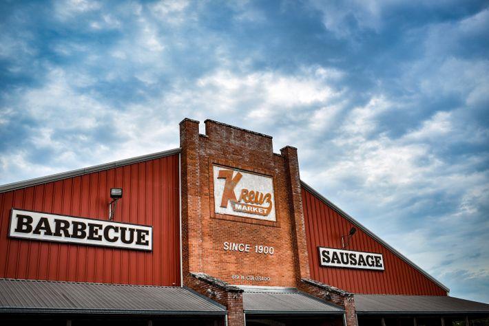 TEXAS Seit seinem Beginn im Jahr 1900 bereitet man Fleisch auf dem Kreuz Market in Ziegelsteingruben ...