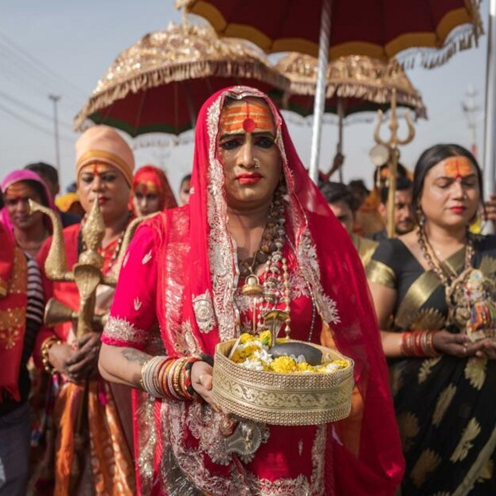 Die Transgender-Aktivistin Laxmi Narayan Tripathi führt eine religiöse Prozession während der Ardh Kumbh Mela 2019 an, ...