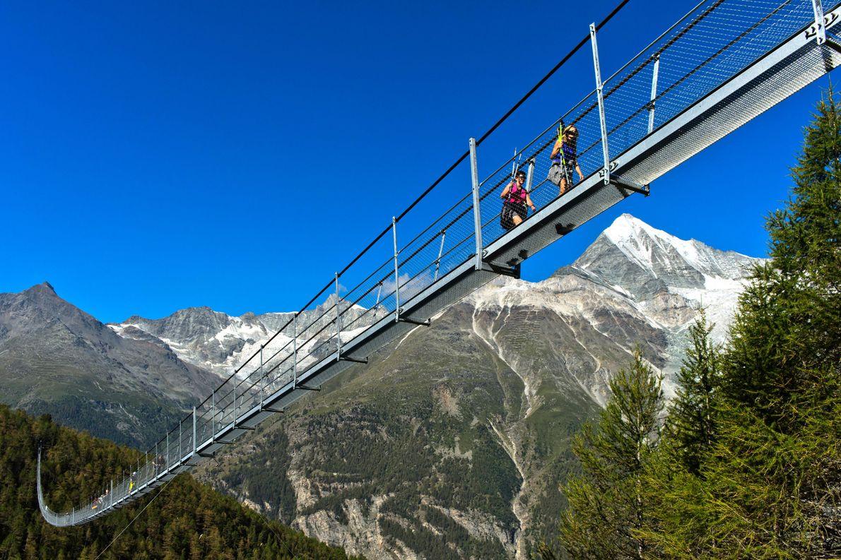 Die 494 Meter lange Charles Kuonen Hängebrücke in Zermatt gilt als die längste Fußgänger-Hängebrücke der Welt.