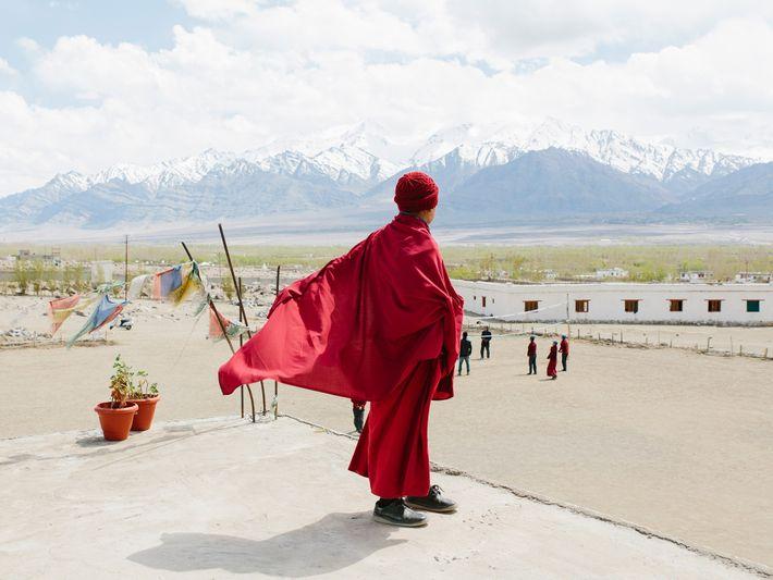 Gebetsflaggen heißen die Schüler der Lamdon-Schule in Leh – der größten Stadt in Ladakh – willkommen.