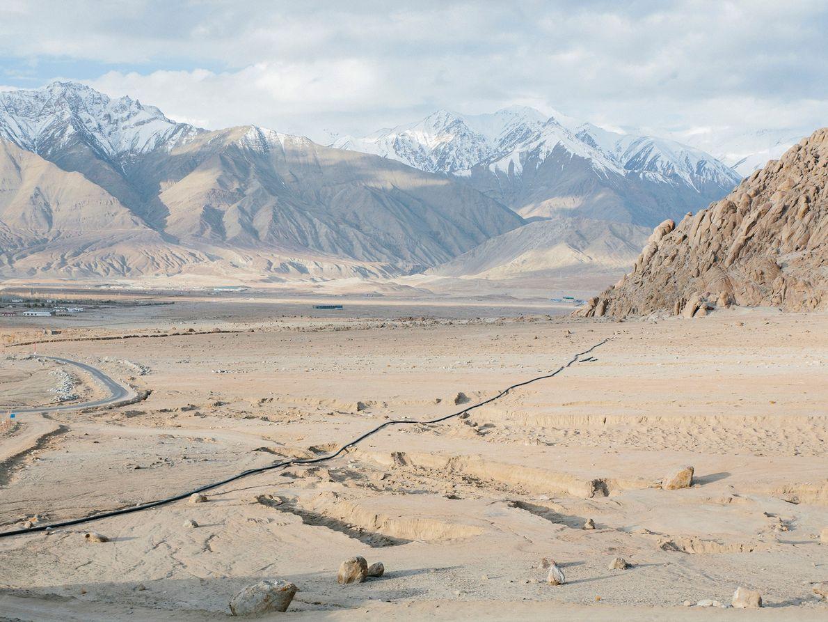 Die Eis-Stupa ist eine innovative Möglichkeit, um das knappe Gletscherwasser auch im Sommer für die Ackerpflanzen ...