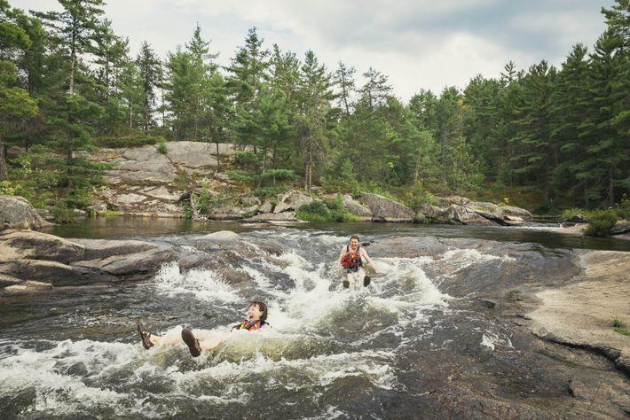 Die zahlreichen Flüsse bieten mehr als genug Möglichkeiten für wilde, nasse Kajakfahrten.