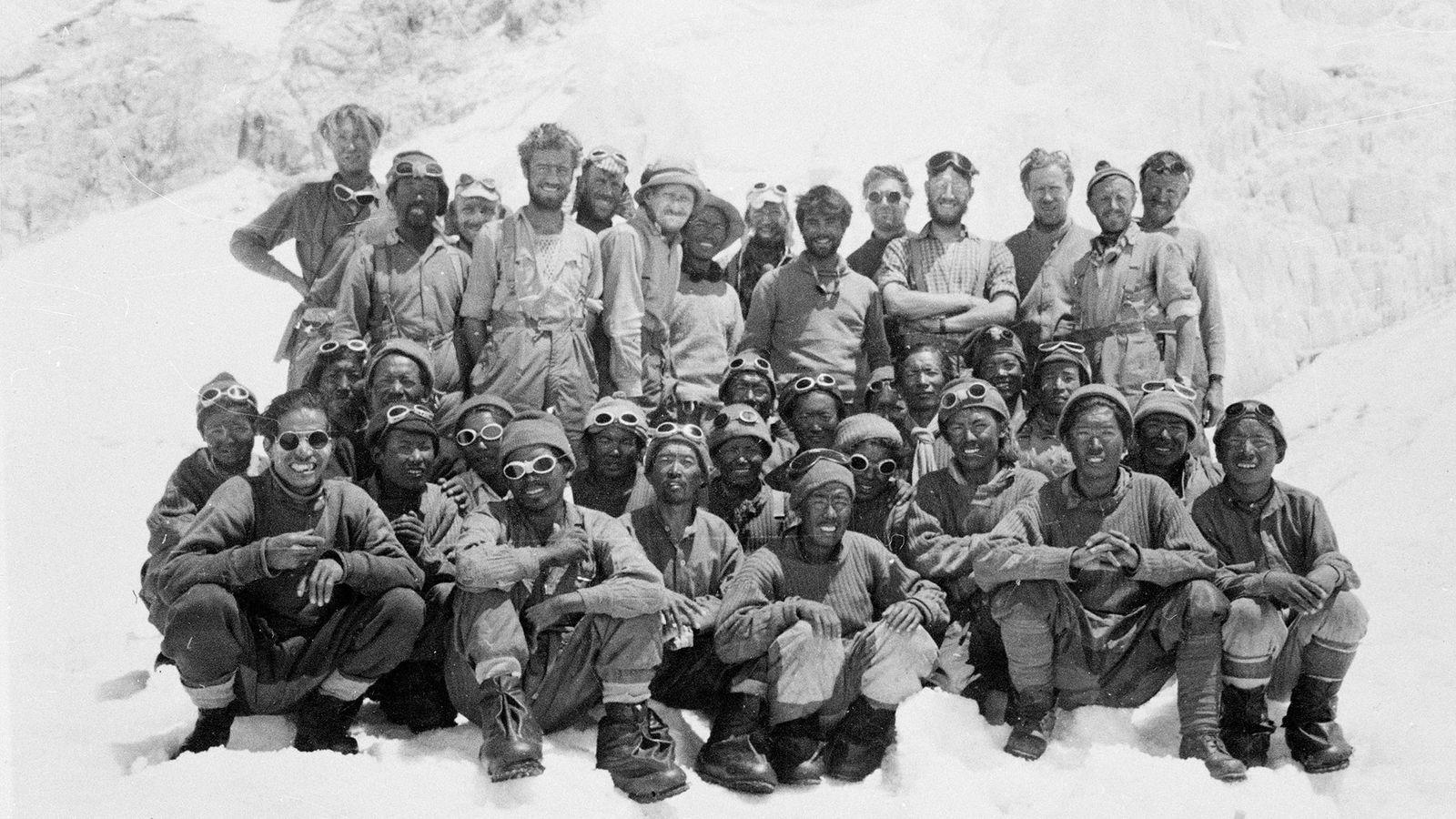 Kanchha Sherpa, Edmund Hillary,  Tenzing Norgay und Team
