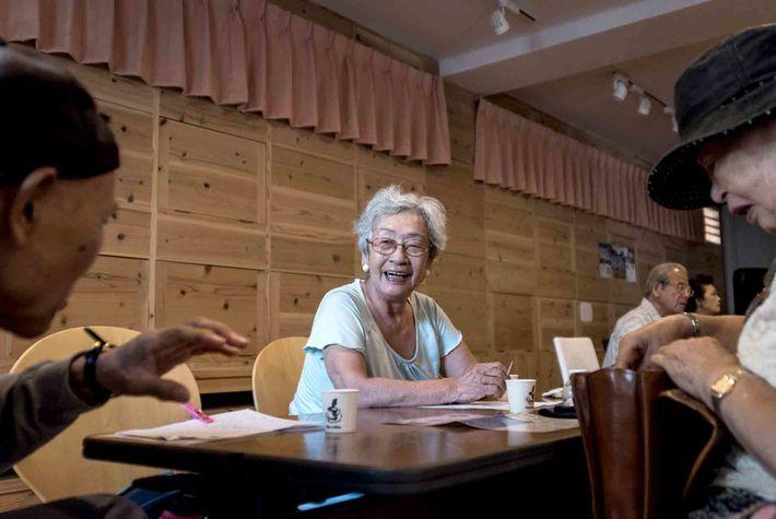 Die Bewohner von Naha in Okinawa genießen in der Regel ein langes Leben voller sozialer Zusammenkünfte.