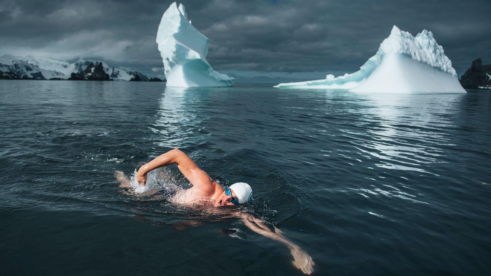 Lewis Pugh schwimmt
