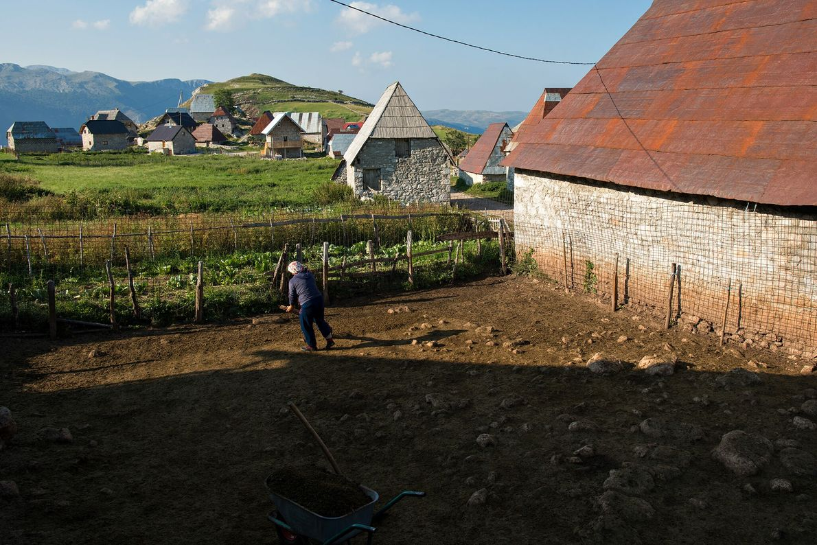 Jeden Sommer ziehen etwa 17 Familien aus den umliegenden Städten zurück nach Lukomir.