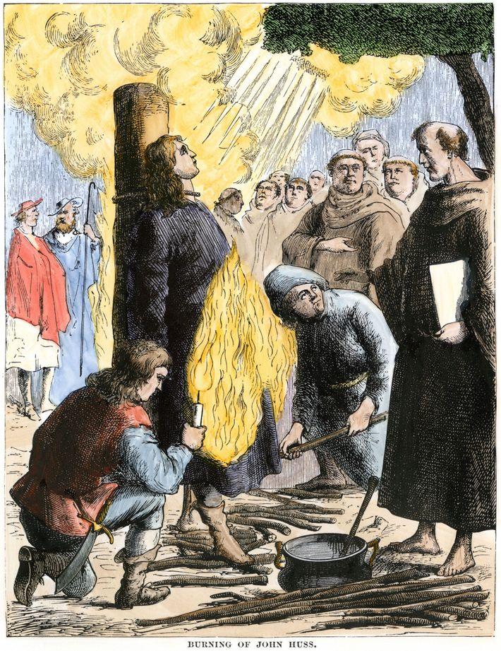 Jan Hus, ein Vorläufer der Reformation, wurde 1415 als Ketzer verbrannt. Luther argumentierte, dass die Verbrennung ...