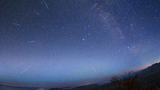 Die Eta-Aquariiden ziehen 2015 über der Atacama-Wüste in Chile über den Nachthimmel. In diesem Jahr sollten ...