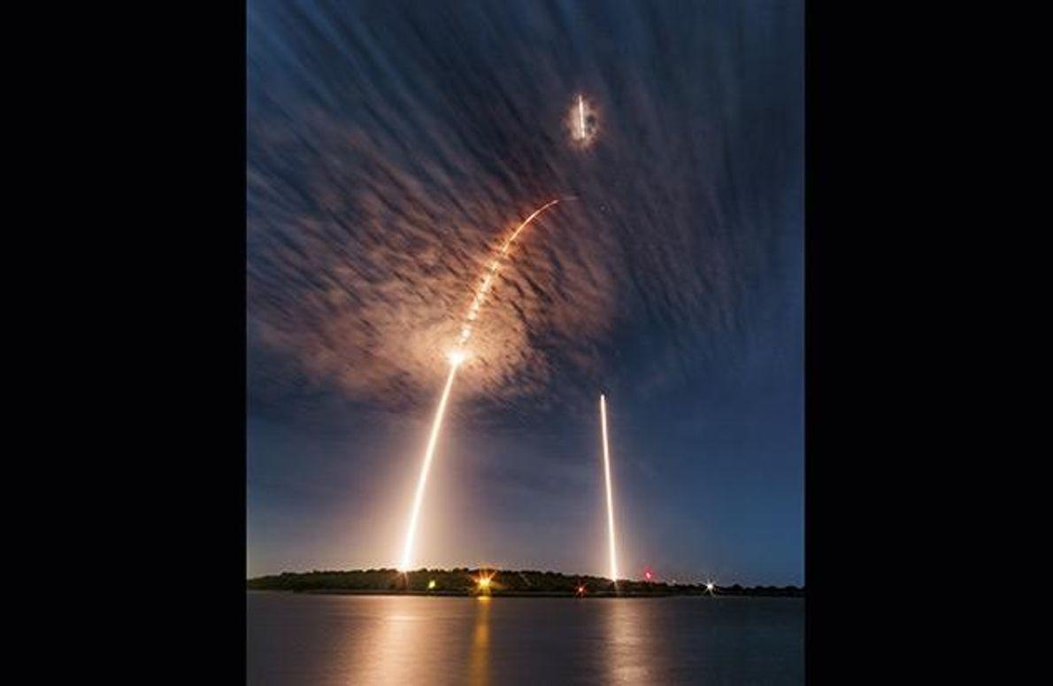 Das Raumfahrtunternehmen SpaceX hat wiederverwendbare Trägerraketen entwickelt, die eine Marslandung ermöglichen sollen. Eine Langzeitaufnahme zeigt den …